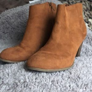 Old navy faux suede booties—good condition sz 8